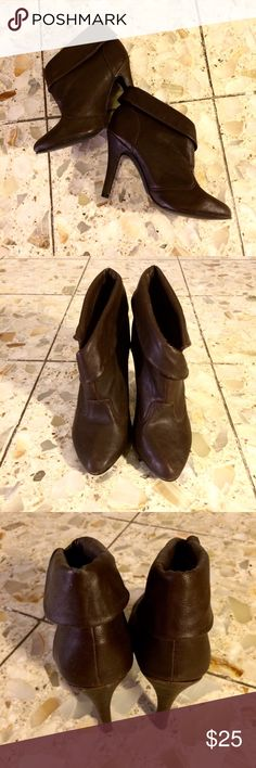 Dark Brown Heeled Booties! Super cute for fall & winter! Gently used. Minimal wear which is shown in the last two photos. Open to offers 😊 Shoes Ankle Boots & Booties