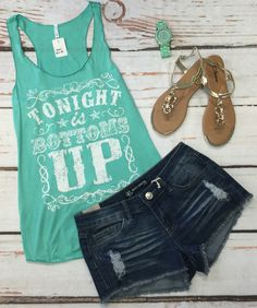 Graphic Tees are so fun and comfy! Cute way to show off your personality! Perfect with Jeans or shorts, a must have for your summer wardrobe! Short Outfits, Chic Outfits, Summer Outfits, Summer Clothes, Country Girl Style, Country Girls, Country Outfits, Summer Wardrobe, Style Me