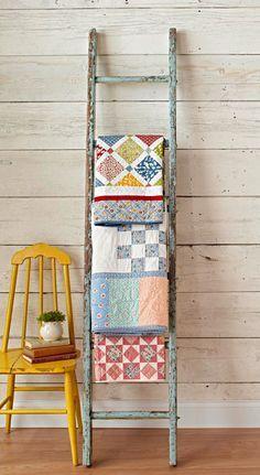 Estendal de edredons Love this Vintage ladder quilt rack -----How to Decorate with Vintage Ladders Ways to Inspire} Wood Blanket Ladder, Quilt Ladder, Wood Ladder, Rustic Ladder, Rustic Wood, Vintage Ladder, Vintage Decor, Old Ladder Decor, Vintage Stuff