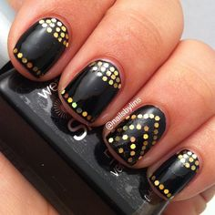 Cleopatra nails, gold glitter on black deco.