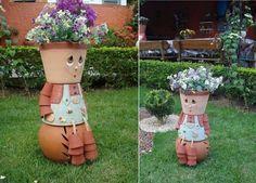 déco de jardin bonhomme en pots en terre cuite