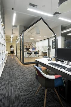 Bauhaus Architects And Grounded space inside a large area.Associates's Office / Bauhaus Architecs & Associates Corporate Interiors, Corporate Design, Office Interiors, Office Space Design, Office Interior Design, Office Designs, Bureau Design, Commercial Interior Design, Commercial Interiors