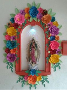 paper flowers and Our Lady of Guadalupe Mexican Home Decor, Mexican Crafts, Mexican Folk Art, Catholic Art, Religious Art, Paper Art, Paper Crafts, Diy Crafts, Home Altar