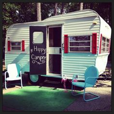 34 Wonderful Glamper Camper Trailer Remodel - There are several choices of towable campers: travel trailers, fifth wheel campers, toy haulers, hybrid campers and pop up or tent campers. The camper. Vintage Campers Trailers, Retro Campers, Camper Trailers, Vintage Caravans, Vintage Motorhome, Camper Interior Design, Rv Interior, Interior Ideas, Vintage Camper Interior