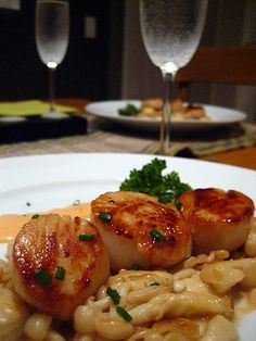 Seared Scallops in Spicy Cream Sauce with Buna Shimeji Mushrooms - Sweet, creamy, and spicy come together in this delicious dish sure to satisfy you. Easy Mushroom Recipes, Easy Delicious Recipes, Best Dinner Recipes, Yummy Food, Easy Recipes, Fish Dishes, Seafood Dishes, Tasty Dishes, Main Dishes