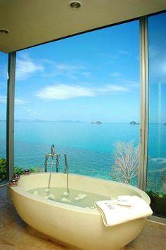 Sr Dinheiro gosta bastante de relaxar nesta pequena banheira .