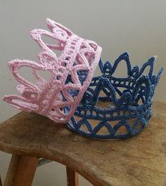 En krone skal der til En brudekrone En fastelavnskrone En kongekrone Eller bare en krone Min blev en pynte/brude-krone De kan lave...