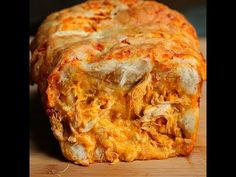 Buffalo Chicken Pull Apart Bread - Twisted make with fat head dough Fat Head Recipes, Low Carb Recipes, Cooking Recipes, Low Carb Bread, Keto Bread, Low Carb Keto, Buffalo Chicken Bread, Fathead Bread, Bread Twists