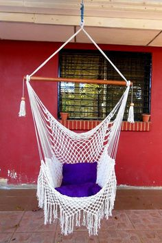 Macramé is the traditional way of tying knots and knitting with cords for creating wonderful craftworks like this hammock. Macrame Hanging Chair, Macrame Chairs, Diy Hanging, Hanging Chairs, Hanging Planters, Crochet Hammock, Diy Hammock, Hammock Swing, Homemade Hammock