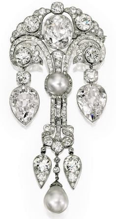 Magnificent Natural Pearl and Diamond Corsage Ornament, circa 1910 The Belle Epoque brooch inspired by Eastern design motifs features three Golconda-type diamonds, weighing carats, carats, carats Royal Jewelry, Gems Jewelry, Art Deco Jewelry, Pearl Jewelry, Fine Jewelry, Jewelry Design, Gold Jewellery, Jewellery 2017, Jewellery Shops