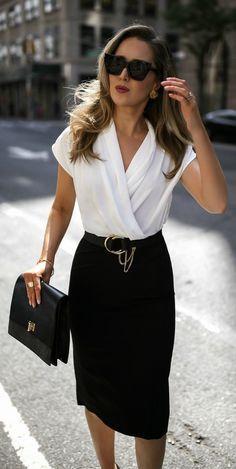 Ropa de oficina para mujer joven