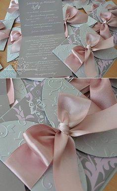 Invitaciones de #boda con colores neutros y detalles de colores pasteles son muy usados actualmente. Más