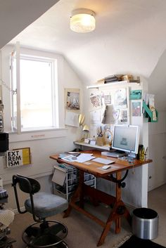 Our Favorite Creative Spaces A drafting table used as a desk in Faith's Magical Bohemian Treehouse Home Office Space, Home Office Furniture, Home Office Decor, Home Decor, Cozy Office, Office Inspo, Office Ideas, Home Studio, Decoration