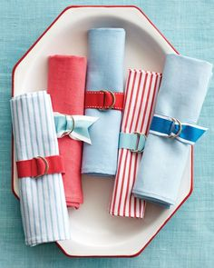 Preppy D-ring Ribbon Napkin Rings — Check out these preppy napkin rings from Martha Stewart. Don't be put off by the hardware. D-rings can be found in the notions section of any fabric store and couldn't be easier to sew onto ribbon. #ribbon #napkinrings