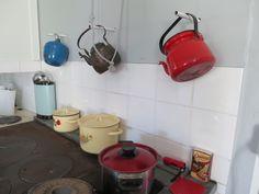 Vanhat kaffipannut ja kattilat kesäpaikassamme