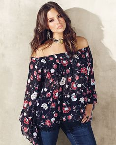 Love & Legend bell sleeve floral blouse and Parasuco flared jeans from Addition Elle spring 2016 plus size fashion Más Elle Fashion, Curvy Girl Fashion, Plus Size Fashion, Boho Fashion, Fashion Styles, Fashion Trends, Curvy Outfits, Mode Outfits, Plus Size Outfits