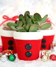 DIY Christmas Treat Holder: Santa Cup - Consumer Crafts - - I feel like you just can't go wrong with a fun Santa craft project like these adorable yarn wrapped Santa DIY Christmas treat holders. Diy Christmas Gifts For Friends, Homemade Christmas, Christmas Treats, Christmas Diy, Christmas Decorations, Christmas Ornaments, Santa Crafts, Xmas Crafts, Christmas Plants