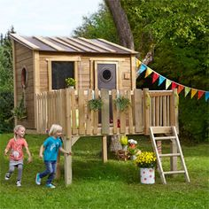 Stelzenhaus mit umzäuntem Balkon JAKO-O online bestellen - JAKO-O Stilt house with fenced balcony JA Backyard Fort, Backyard For Kids, Wood Fence Design, Deck Design, Garden Huts, Casa Kids, House On Stilts, Playhouse Outdoor, Fence Styles
