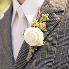 Who is ready for some shabby chic hand made wedding details? (via weddingchicks)