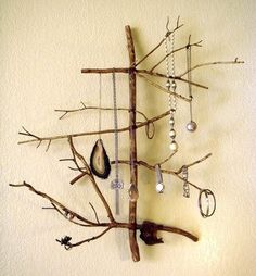 DIY Craft: How to Make a Twig Jewelry Holder. Instead of throwing all your jewelry into one box, why not display them beautifully with these easy DIY craft? Diy Jewelry Holder, Jewelry Hanger, Jewelry Tree, Necklace Holder, Jewelry Stand, Branch Necklace, Hang Jewelry, Necklace Display, Wooden Jewelry
