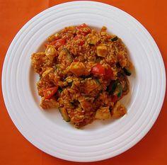 Zutaten 2 Hähnchenbrustfilet(s) 1/2 Zucchini 2 TL Öl 120 g Reis, (Rohgewicht) 2 kleine Zwiebel(n) 1 Paprikaschote(n) 5...