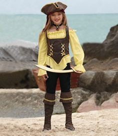 rustic pirate girl costume - A girl pirate is a rare sight on the high seas. But buccaneers beware: she's not to be taken lightly!