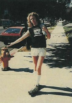'Enter sand, man': Young James Hetfield and Lars Ulrich of Metallica frolicking at the beach | Dangerous Minds