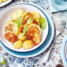 Halloumi mit Kartoffeln | EDEKA Rezepte French Toast, Cooking, Breakfast, Food, Roast, Spanish Recipes, Potato, Kitchen, Morning Coffee