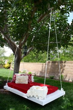 Awesome Hanging Lounger Made From Recycled Pallets Hanging Pallet Lounge More The post Awesome Hanging Lounger Made From Recycled Pallets appeared first on Pallet Diy. Outdoor Hanging Bed, Outdoor Beds, Hanging Beds, Ikea Outdoor, Hanging Plant, Outdoor Tables, Diy Hanging, Pallet Swing Beds, Pallet Lounge