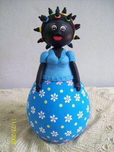 Boneca em cabaça com modelagem em biscuit R$ 45,50