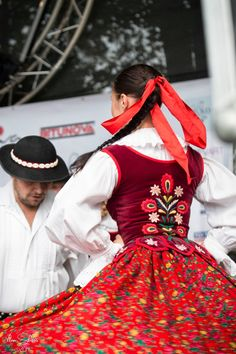 Kroje a tak Folk Costume, Costumes, Big Bows, Poland, Culture, Embroidery, History, Dresses, Fashion