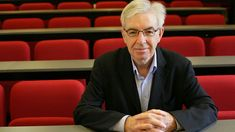 Sir Robin Murray, a professor at the Institute of Psychiatry, Psychology, and Neuroscience in London, states that he ignored social factors that contribute to 'schizophrenia' for too long. He also reports that he neglected the negative effects antipsychotic medication has on the brain.