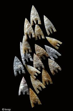 Flint arrowheads discovered in a Bronze Age Cave