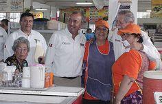 """Visitando el Mercado Municipal """"18 de Marzo"""" acompañado del Gobernador del estado de Tamaulipas el Ing. Egidio Torre Cantú."""