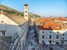 Cidade antiga vista de cima das muralhas