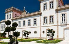 Palácio Igreja Velha & Divinal em Vermoim,  concelho de Vila Nova de Famalicão, Portugal. O palácio de estilo barroco tem duas torres acasteladas e uma capela anexa   (Capela S. Francisco de Assis) de estilo neo-gótico, caso muito raro em Portugal.