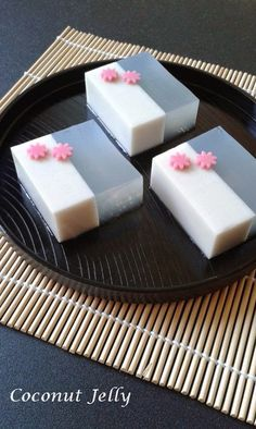 Singapore Home Cooks: Coconut Jelly ( 椰子燕菜) by Kris Lim Jello Recipes, Coconut Recipes, Bakery Recipes, Chickpea Recipes, Asian Desserts, Just Desserts, Asian Recipes, Jelly Desserts, Coconut Jelly