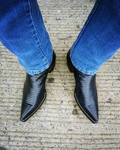 Hi Guys Dave here regular guy who just happens to like cowboy boots (have 21 pairs) and like guys in them So be if ya looking at this chat soon guys (if any pix are of you and you want them taken down just ask) Mens Heeled Boots, High Heel Cowboy Boots, Custom Cowboy Boots, Cowboy Shoes, Mens Shoes Boots, Mens Boots Fashion, Sexy Boots, Cool Boots, Western Boots
