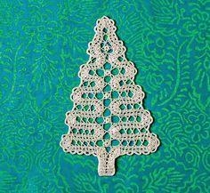 Veronica crochet y tricot. Crochet Christmas Trees, Christmas Tree Pattern, Crochet Ornaments, Crochet Snowflakes, Diy Christmas Ornaments, Christmas Decorations To Make, Irish Crochet, Crochet Motif, Crochet Flowers