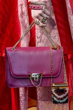20 borsette con catena che hanno il potere di elevare al massimo lo stile  di qualsiasi tuo look. CarteirasBolsas ... 799a55a775