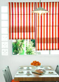 Cocina de colores cortina estilo romana ideal para for Decoracion cortinas cocina