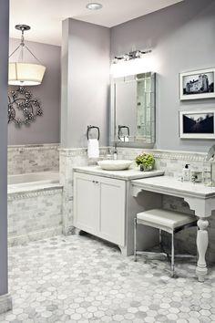 salle de bains grise, petite console et petite vasque ovale