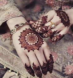 Mehndi is something that every girl want. Arabic mehndi design is another beautiful mehndi design. We will show Arabic Mehndi Designs. Henna Hand Designs, Mehndi Designs Finger, Simple Arabic Mehndi Designs, Modern Mehndi Designs, Mehndi Designs For Fingers, Mehndi Design Pictures, Beautiful Henna Designs, Beautiful Mehndi, Henna Tattoo Designs