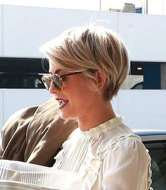 Today we have the most stylish 86 Cute Short Pixie Haircuts. We claim that you have never seen such elegant and eye-catching short hairstyles before. Pixie haircut, of course, offers a lot of options for the hair of the ladies'… Continue Reading → New Hair Do, Great Hair, Pretty Hairstyles, Easy Hairstyles, Hairstyle Ideas, Hairstyle Short, Girl Hairstyles, Bohemian Hairstyles, Hairstyles 2016