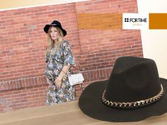 Sombrero con cadena dorada de FOR TIME
