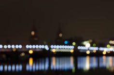 Fotoexperimente: Langzeitbelichtung ohne Fokus während 25 Jahre Mauerfall Lichtgrenze