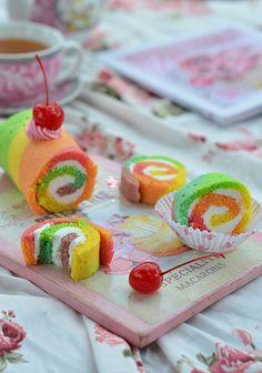 Bismillah   Alhamdulillah ya Allah senangnya.. Akhirnya bisa juga buat rainbow roll cake. Udah lama banged pengen bikin rainbow roll ...