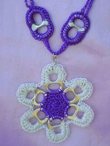 Great way to recycle soda tabs! Pop Top Crochet, Love Crochet, Crochet Flowers, Soda Tab Crafts, Can Tab Crafts, Crochet Crafts, Crochet Projects, Pop Top Crafts, Pop Can Art