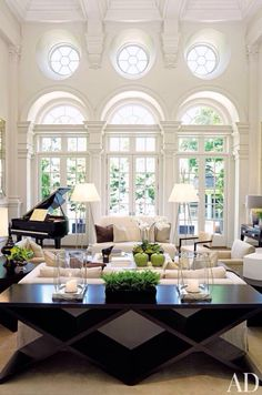 What a beautiful room.. I need that piano..!!