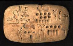 80% des tablettes découvertes à Uruk sont de nature administrative et reflètent les activités d'un grand centre économique. L'écriture n'a donc pas été inventée pour la littérature ou la religion, mais pour les besoins de l'administration des greniers (réserves alimentaires).